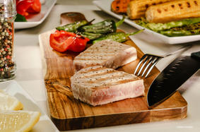 Grilled tuna steaks with grilled vegetables